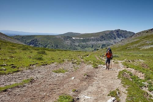 На седловине Айрыкского перевала, вид в сторону Аккаи