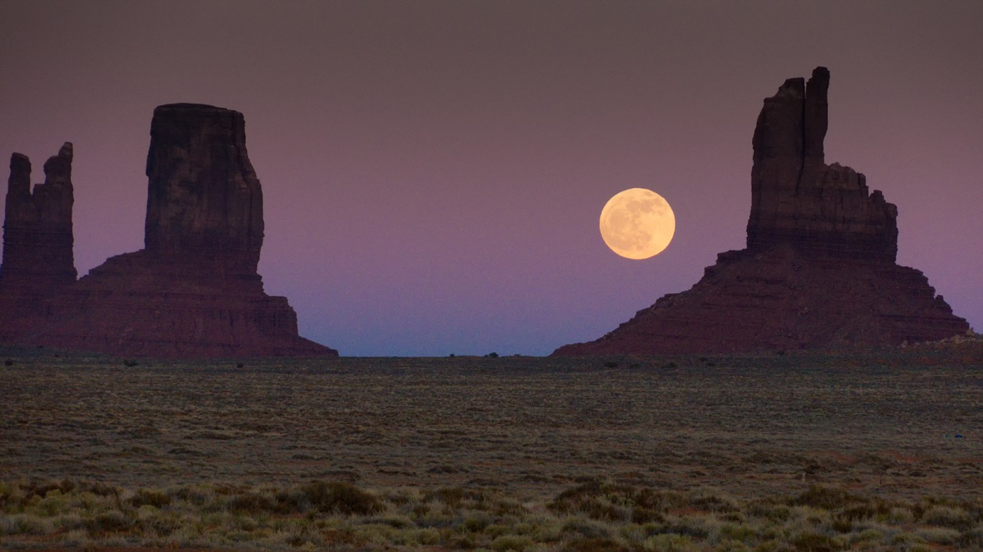 02_Perry_Al_Moonrise over Monument Valley.jpg