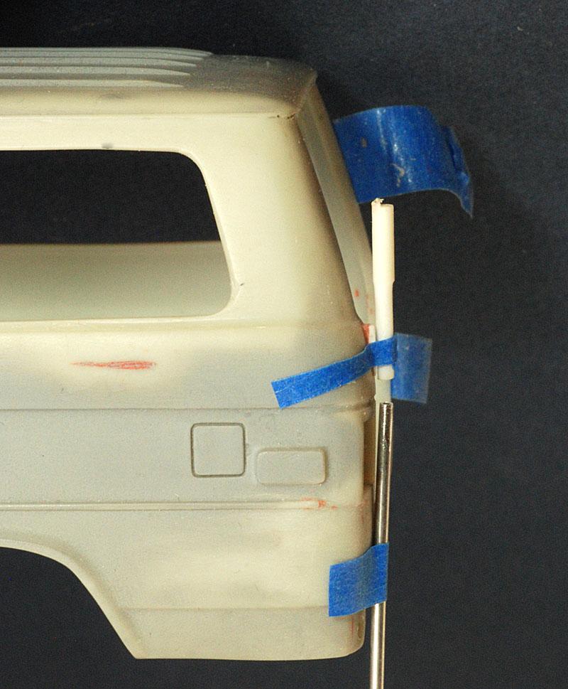 plastic hinge DSC 7628