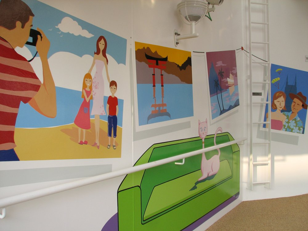 Norwegian Gem promenade - photo gallery within