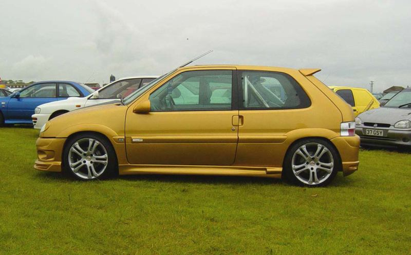 gold saxo side
