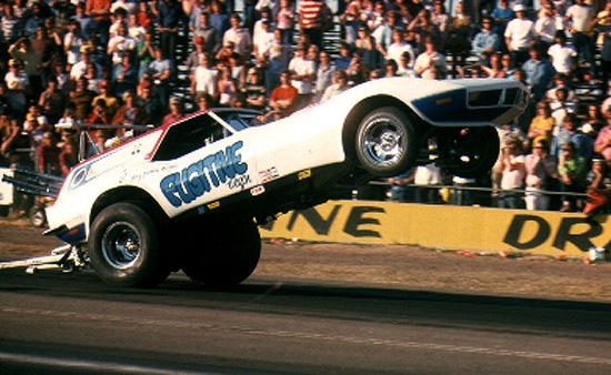 Bob Perry 'Fugitive' Corvette wheelstander 13.JPG