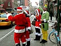 Нашествие Санта-Клаусов на Манхэттен