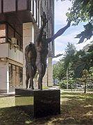 """Skulptur """"Mauern durchbrechen"""""""