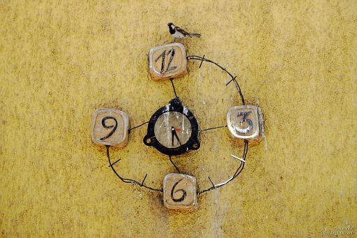 Zegar z wróblem