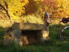 Zwerg Anton bewacht den Höhleneingang