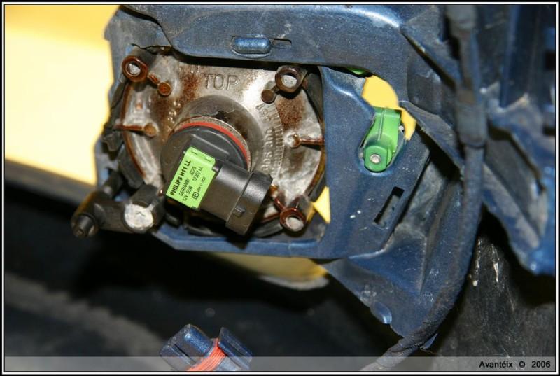 HID Fog Lights - OEM Bulb Removal (03)