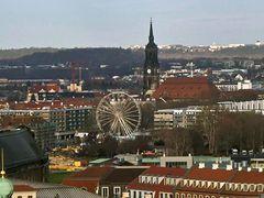 Blick von der Kreuzkirche auf Riesenrad und Dreikönigskirche
