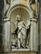 Skulptur an der Kathedrale Ss. Trinitatis