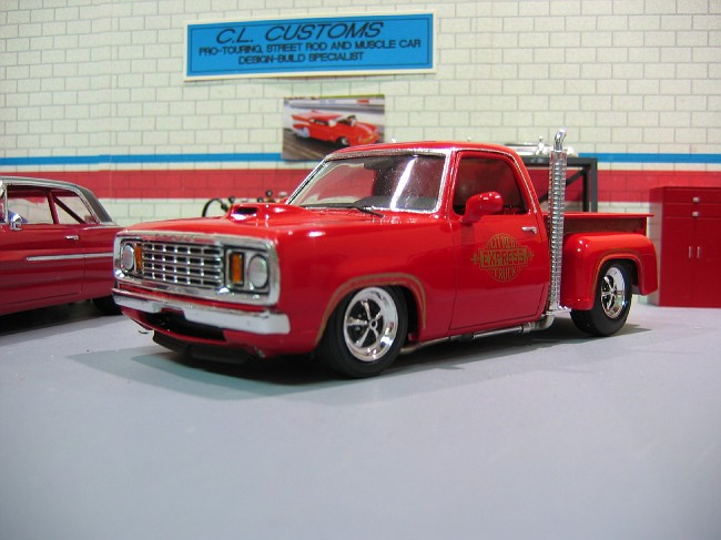 Hemi Fied Lil Red Express Scale Auto Magazine For
