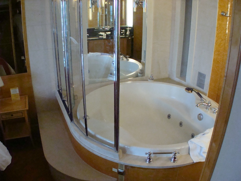 Tub Deluxe Penthouse