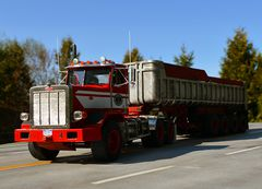 Red 357 123 and trailer 52016