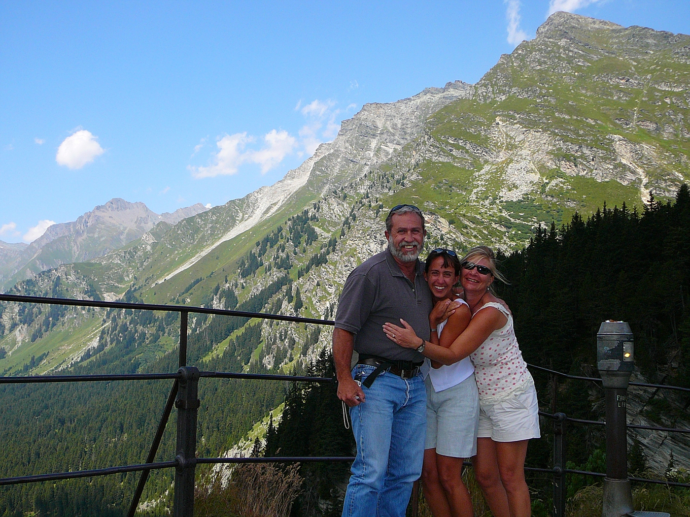 Hoyt, Shellie and Shelly First Views of Swiss Alps